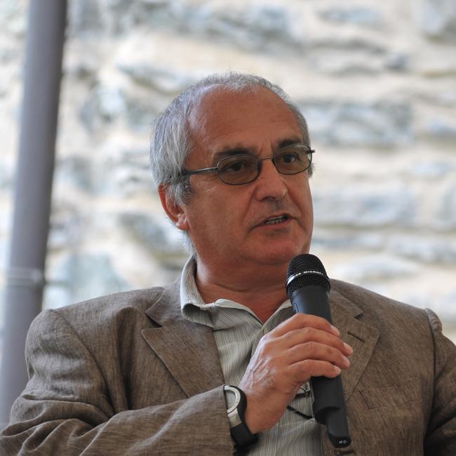 Annibale Salsa - Antropologo, appassionato di montagna ed esperto di cultura alpina, è stato presidente del Club Alpino Italiano dal 2004 al 2010