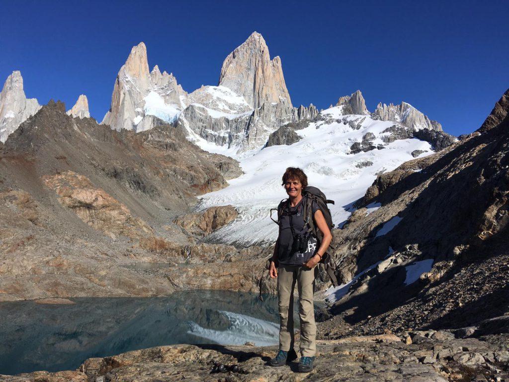 Anne Lapied in Patagonia con maglietta Gran Paradiso Film Festival